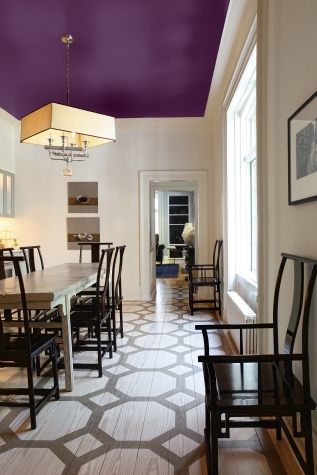 Ceiling painted in a striking purple colour and mixed furniture pieces